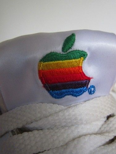 Sneakers Apple