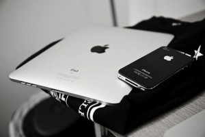 Apple-ipad-cellphone-black-and-white