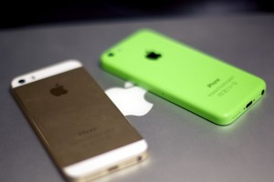 iphone_5s_iphone_5c_gold_green_hero_fixed