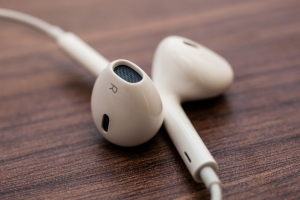 Apple_EarPods_35446297_03