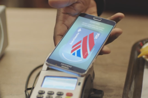 Samsung постебалась с Apple Pay