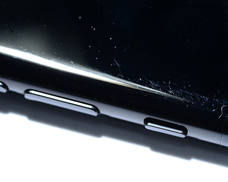 iPhone-7-jet-black-scratch-4