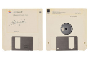 steve-jobs-signed-floppy-disk